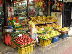Thong Lo Fruit Store